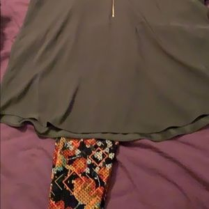 LuLaRoe's one size leggings and express top